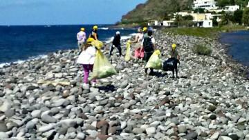 Una marea di plastica sulle spiagge italiane