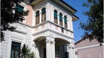 Il mini ascensore Elegance per una villa privata dei primi del '900 a Viareggio