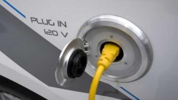 Auto elettriche: nuova tariffa e sei progetti-pilota