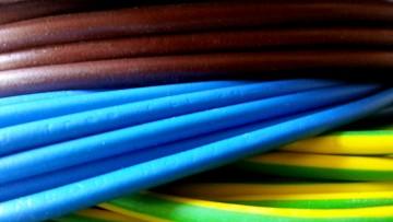 Cavi elettrici: l'allarme delle industrie italiane sul caro-prezzi della plastica